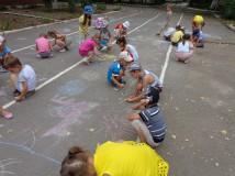 Детский конкурс рисунков на асфальте.